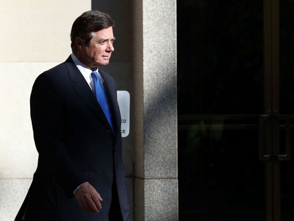PHOTO: Paul Manafort walks from Federal District Court in Washington, Oct. 30, 2017.