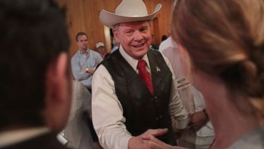 'PHOTO: Republican candidate for the U.S. Senate in Alabama, Roy Moore, greets guests1_b@b_1a campaign rally on Sept. 25, 2017 in Fairhope, Ala.' from the web at 'http://a.abcnews.com/images/Politics/roy-moore-event-gty-jc-170926_16x9t_384.jpg'