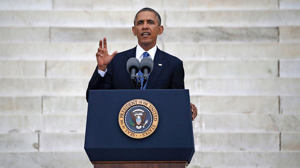 PHOTO: President Obama speaking at Lincoln Memorial