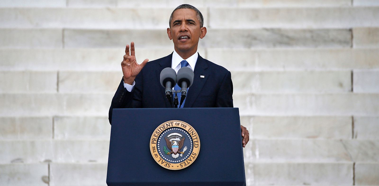 PHOTO: President Obama speaking at Lincoln Memorial