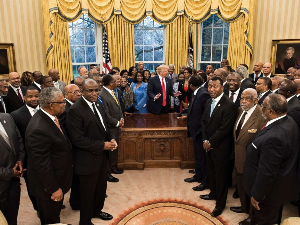 'PHOTO: Omarosa Manigault (center R), President Donald Trump and leaders of historically black universities and colleges wait for a group photo in the Oval Office of the White House in Washington, D.C., Feb. 27, 2017.' from the web at 'http://a.abcnews.com/images/Politics/trump-omarosa-hbcu-gty-jt-171216_4x3_992.jpg'