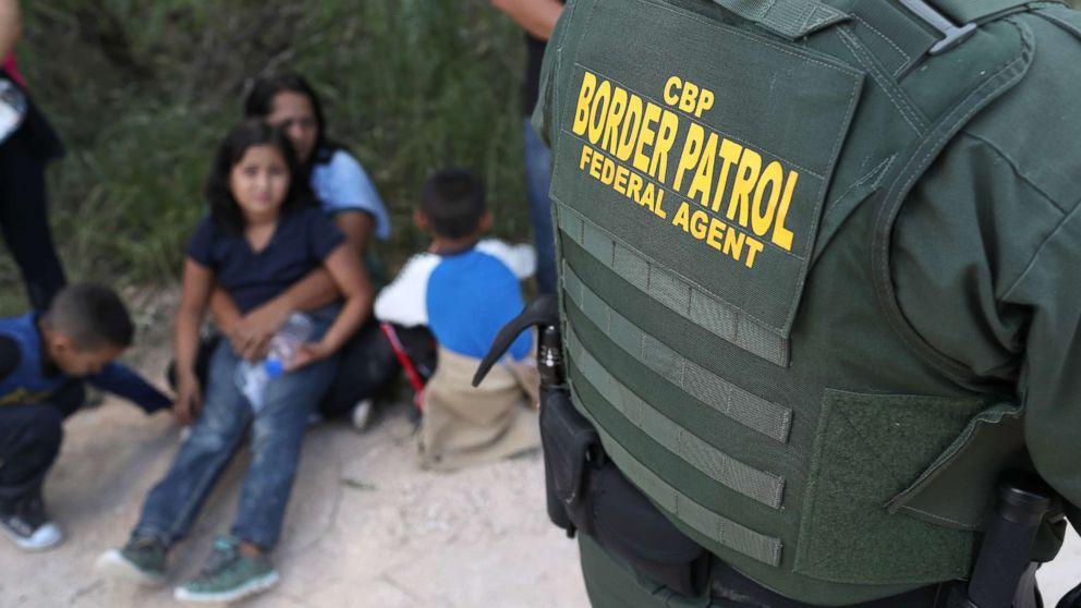 http://a.abcnews.com/images/Politics/us-mexico-border-family-gty-jc-180618_hpMain_16x9_992.jpg