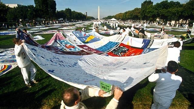 PHOTO: AIDS quilt