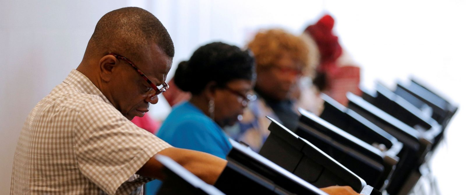 PHOTO: A voter casts his ballot during early voting at the Beatties Ford Library in Charlotte, North Carolina Oct. 20, 2016.