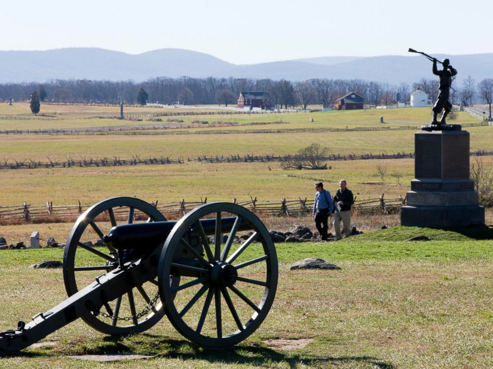 PHOTO: People visit the field Picketts Charge, Nov. 18, 2013, in Gettysburg, Pa.