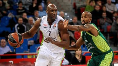PHOTO: Lamar Odom, #7 of Laboral Kutxa Vitoria competes with Earl Calloway, #11 of Unicaja Malaga at Fernando Buesa Arena on Feb. 27, 2014 in Vitoria-Gasteiz, Spain.