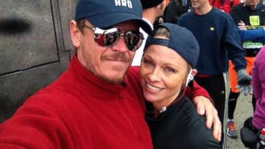 PHOTO: Pamela Anderson poses with her brother Gerry at the 2013 NY Marathon, Nov. 3, 2013.