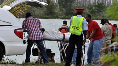 PHOTO: Police recover the bodies of the four occupants of a single-engine plane that crashed in the water soon after taking off from Grand Bahama islands airport, Nov. 10, 2013.