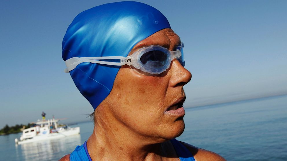 Miranda Cosgrove Swimming