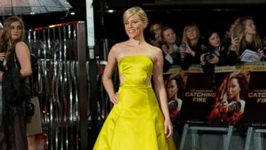 PHOTO: U.S actress Elizabeth Banks arrives on the red carpet for the World Premiere of Hunger Games: Catching Fire, at a central London cinema, Monday, Nov. 11, 2013.