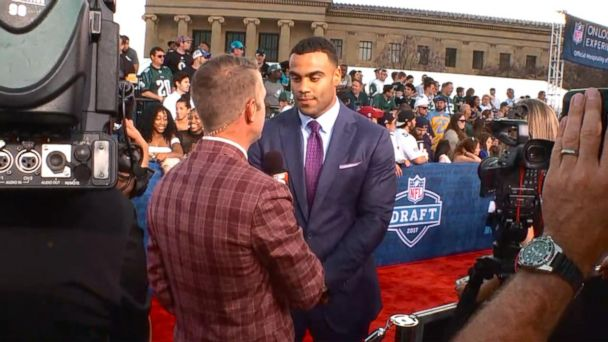 VIDEO: Top prospects walk the red carpet at the NFL Draft