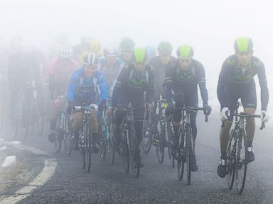 Mist, Snow Add to Epic Day at Giro d'Italia Cycling Race