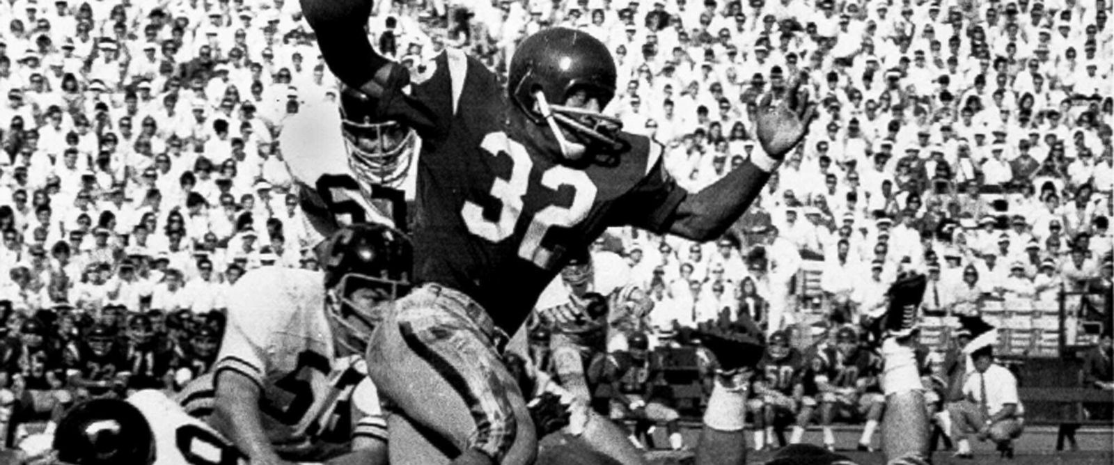 PHOTO: Southern Californias O.J. Simpson tries to break a tackle in this Nov. 9, 1968 file photo.