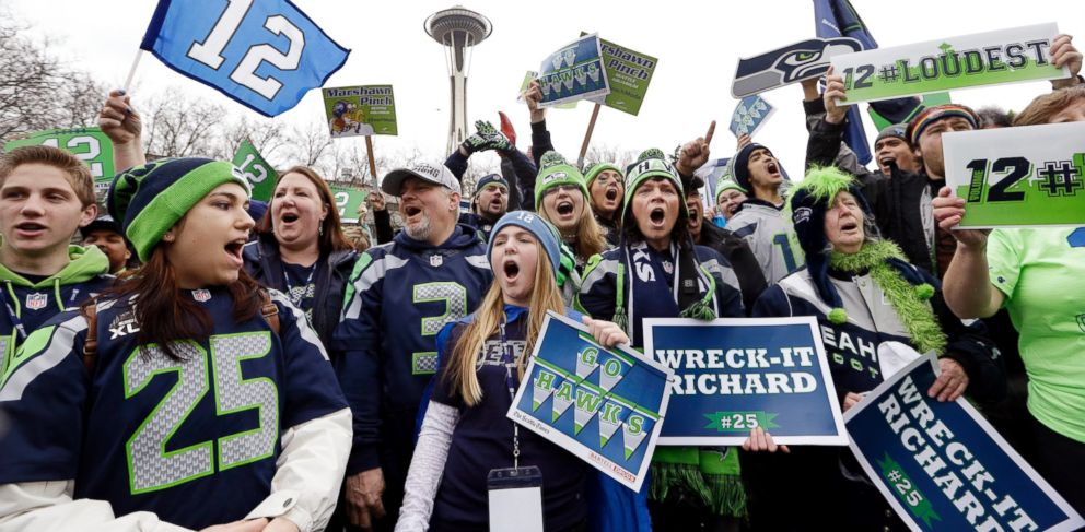 PHOTO: Seattle Seahawks fans cheer at a rally for the team near the Space Needle Wednesday, Jan. 29, 2014, in Seattle.