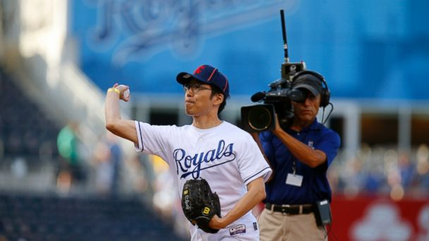 AP korean royals fan 1 sk 141003 16x9 608 South Korean Superfan Returning to US to Root for Royals in World Series