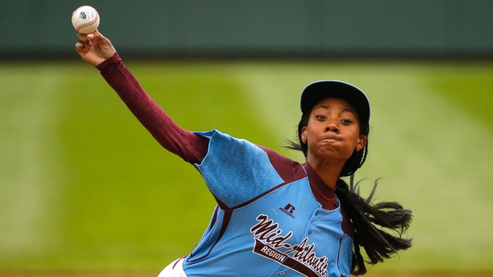 PHOTO: Pennsylvanias Mone Davis pitches during the first inning against Tennessee