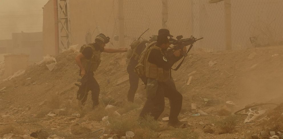 PHOTO: Security forces defend their headquarters against attacks by Islamic State extremists during sand storm in the eastern part of Ramadi, the capital of Anbar province, 115 kilometers (70 miles) west of Baghdad, Iraq, May 14, 2015.