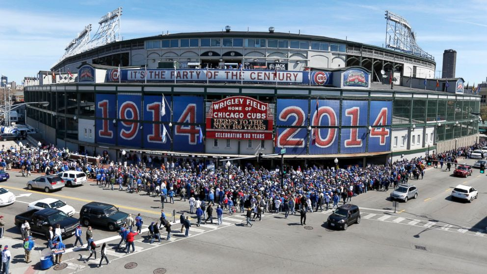 PHOTO: Baseball enter Wrigley Field for the 100th anniversary of the parks first baseball game