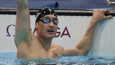 'PHOTO: Bradley Snyder of USA celebrates winning the Men's 400m Freestyle - S11 Final on day nine of the London 2012 Paralympic Games1_b@b_1the Aquatics Center, Sept. 07, 2012 in London.' from the web at 'http://a.abcnews.com/images/Sports/GTY_bradley_snyder_jt_160819_16x9t_384.jpg'