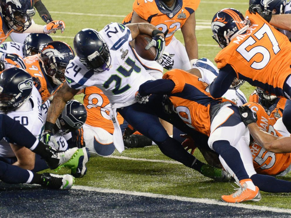 PHOTO: Marshawn Lynch #26 of the Seattle Seahawks scores on a one yard touchdown run