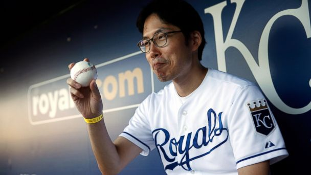 GTY korean royals fan 3 sk 141003 16x9 608 South Korean Superfan Returning to US to Root for Royals in World Series