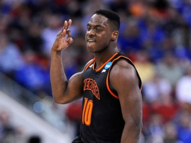 Who? Mercer Bears Slam Dunk Duke