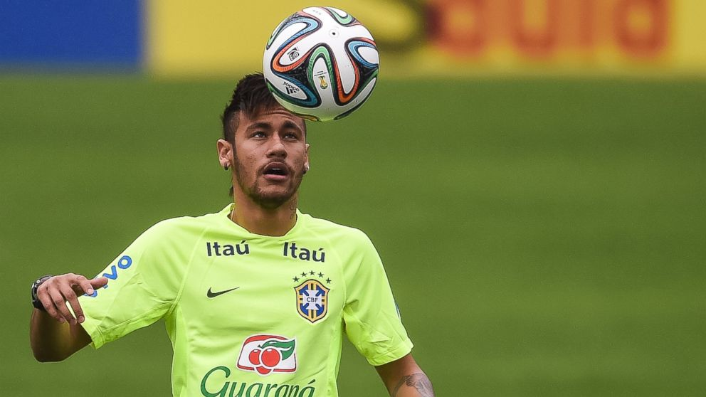 PHOTO: Neymar juggles with a ball during a training session of the Brazilian national football team at the squads Granja Comary training complex, in Teresopolis, 90 km from downtown Rio de Janeiro on May 28, 2014 in Teresopolis, Brazil.