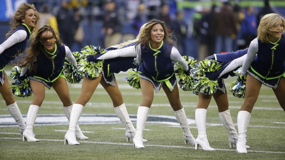 PHOTO: Seattle Seahawks cheerleaders perform before the NFC Championship game