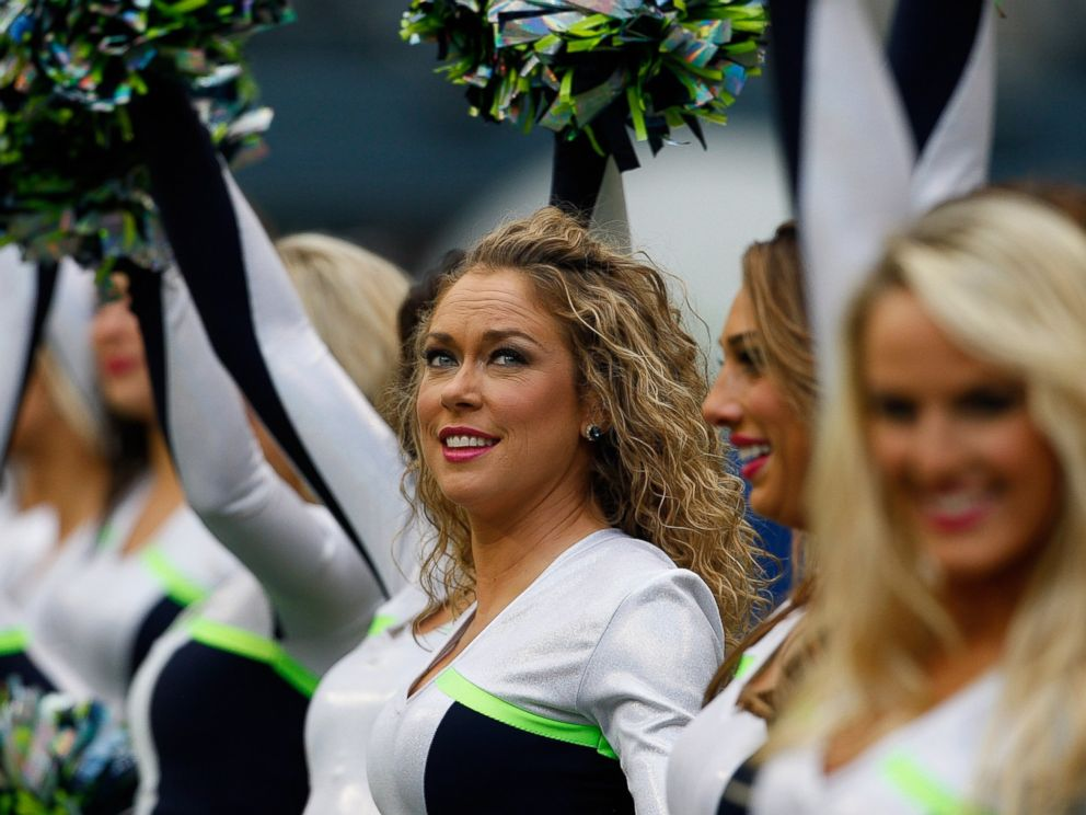 PHOTO: Sea-Gals cheerleaders