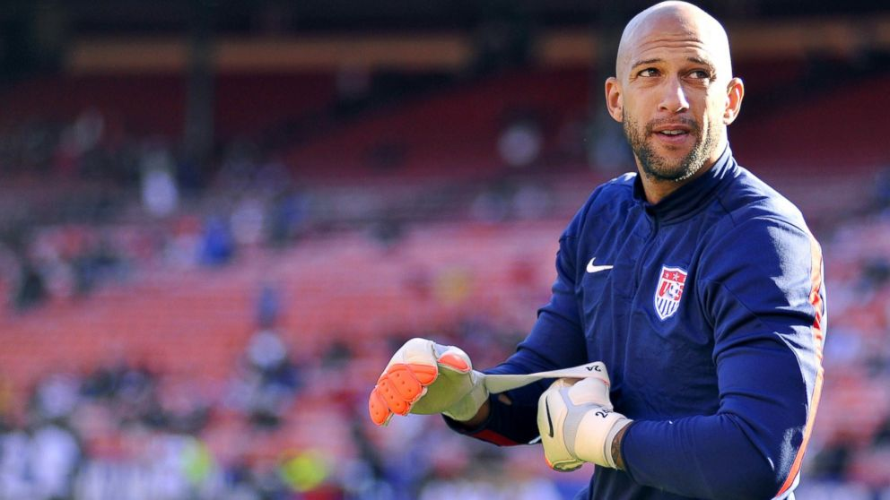 PHOTO  US goalkeeper Tim Howard adjusts his gloves before the start of    Tim Howard Goalie Wife