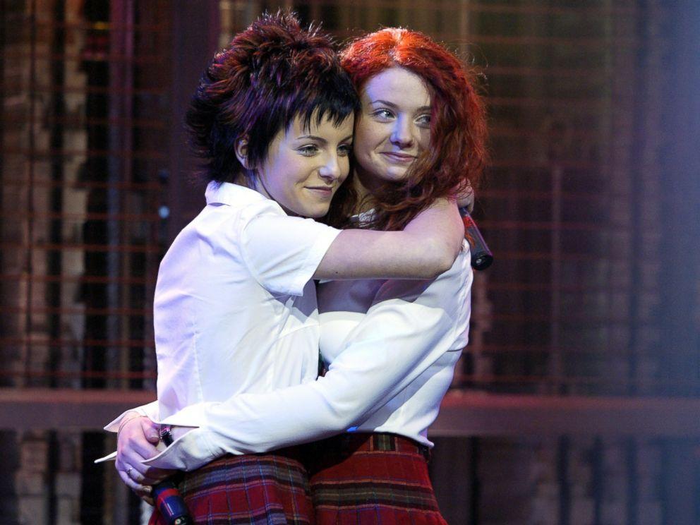 PHOTO: Pop singers Yulia Volkova and Lena Katina, known as t.A.T.u., appear at the 2002 Fox Billboard Bash.
