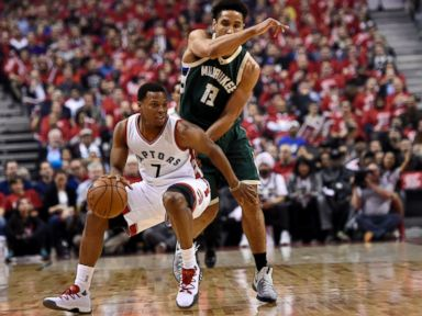 Lowry bounces back, Raptors edge Bucks to even series at 1-1