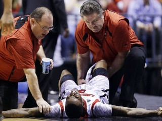 Louisville Player Suffers Open Fracture During NCAA Tourney