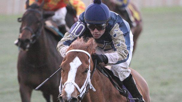 ap chapa lb 150129 16x9 608 Jockey Accused of Zapping Horse Near Finish Line
