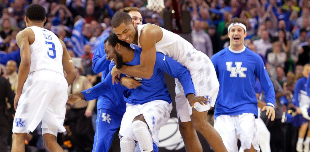 PHOTO: Kentucky players celebrate after a 68-66 win over Notre Dame in a college basketball game in the NCAA mens tournament regional finals, March 28, 2015, in Cleveland.