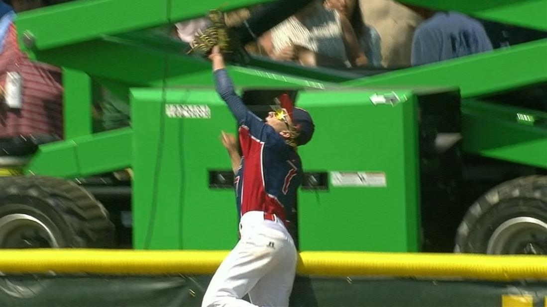 Pennsylvania outfielder makes awesome catch in Junior League World Series championship game