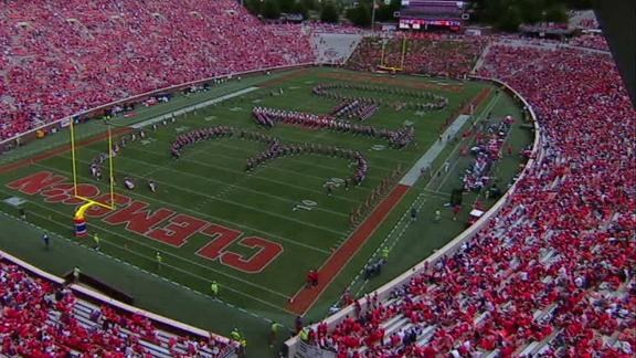 Clemson bands trolls Ohio State with '31-0' formation at halftime