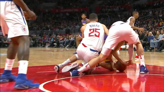 Griffin hurt; Clippers hang on to beat Lakers 120-115