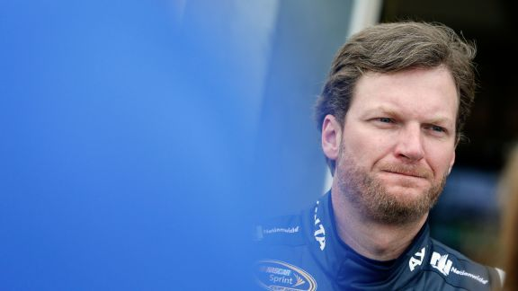 Earnhardt says no change in concussion-like symptoms