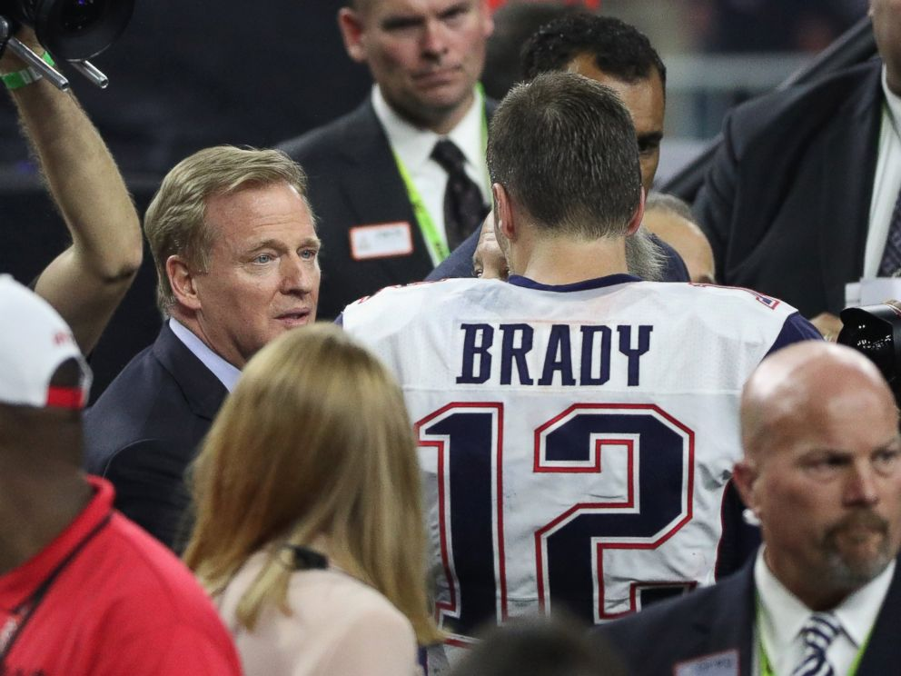 http://a.abcnews.com/images/Sports/gty-super-bowl-tom-brady-roger-goodell-mt-170205_4x3_992.jpg
