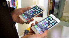 VIDEO: Financial analysts predict that the sales of the iPhone 6 and 6 Plus will be the highest in the companys history.
