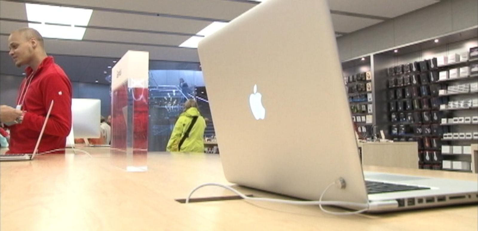 VIDEO: Tech Bytes: Apple Sends Out First Ever Update to Fix Flaw