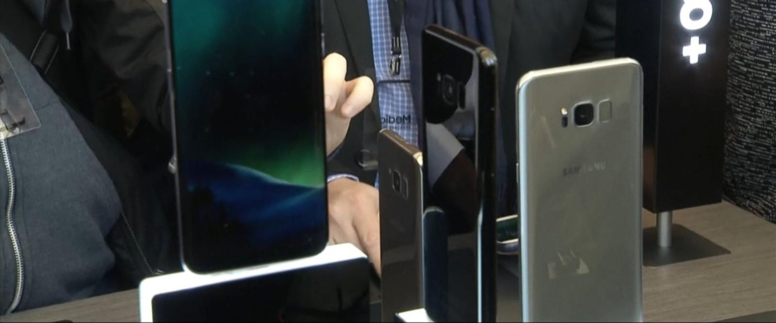 VIDEO: Samsung unveils Galaxy S8 smartphone