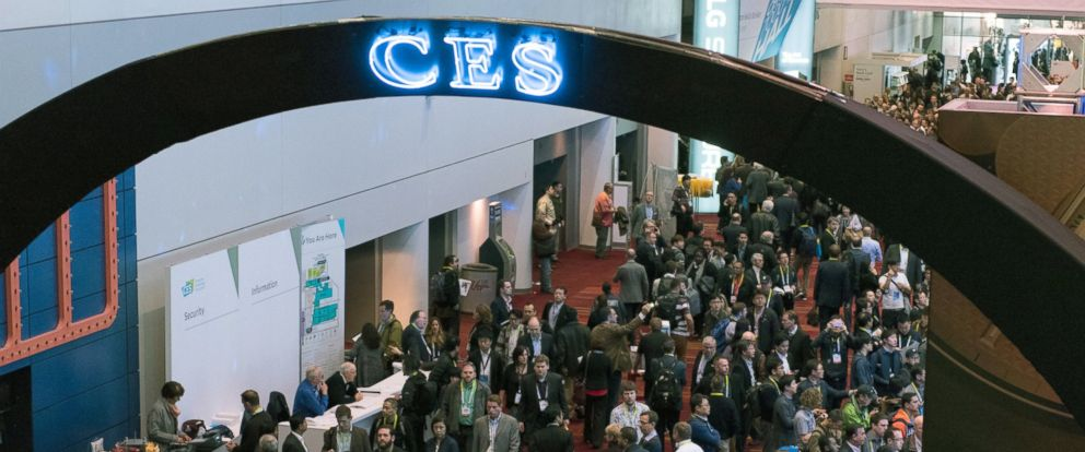 PHOTO:Convention attendees arrive at the 2016 International Consumer Electronics Show (CES) in Las Vegas, Jan. 6, 2016.