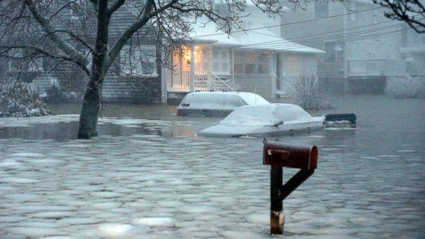 http://a.abcnews.com/images/Technology/AP_storm_juno_01_jef_150127_16x9_608.jpg