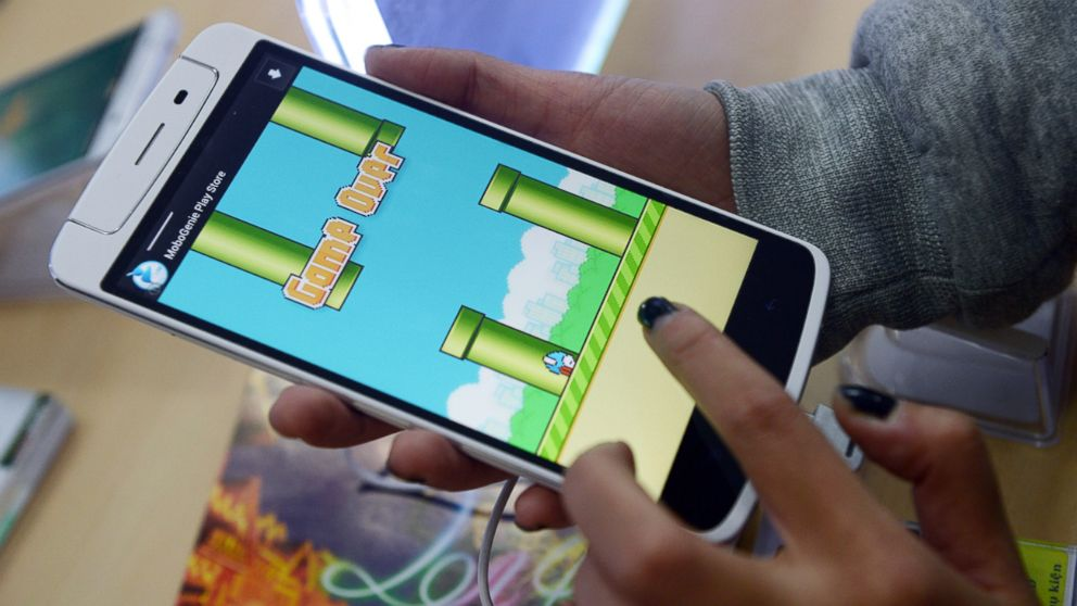 PHOTO: An employee plays the game Flappy Bird at a smartphone store in Hanoi, Feb. 10, 2014.