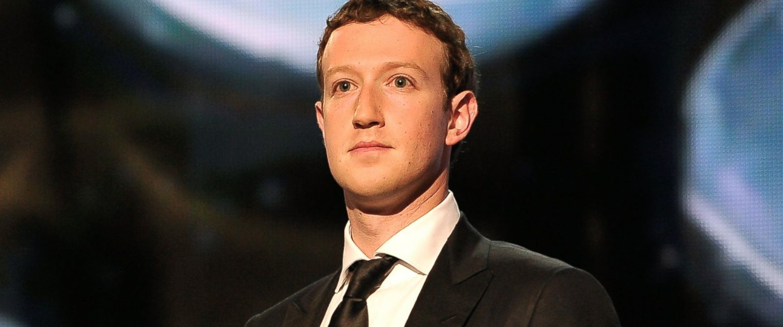 PHOTO: Mark Zuckerberg presents at the 2014 Breakthrough Prizes Awarded in Fundamental Physics and Life Sciences Ceremony at NASA Ames Research Center, Dec. 12, 2013, in Mountain View, Calif.