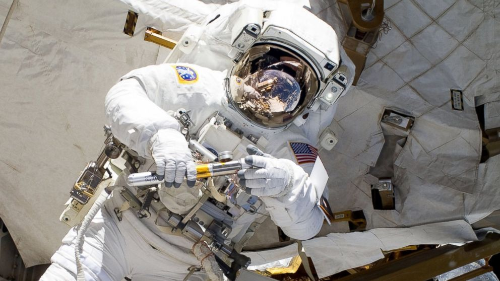 PHOTO: NASA astronaut Alvin Drew participates in an EVA on the International Space Station on Feb. 28, 2011.