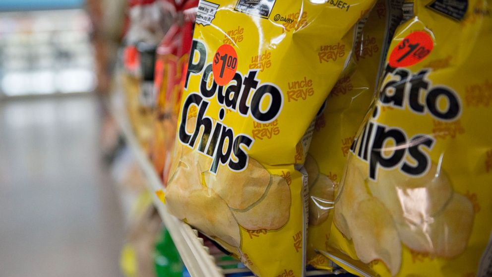 PHOTO: Bags of potato chips sit on display for sale in a supermarket in Princeton, Ill., July 2, 2014.