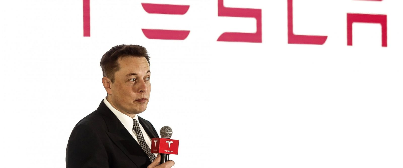 PHOTO: Elon Musk of Tesla Motors addresses a press conference, Oct. 23, 2015 in Beijing, China.